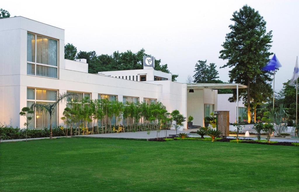 Fortune Park Boulevard in New Delhi