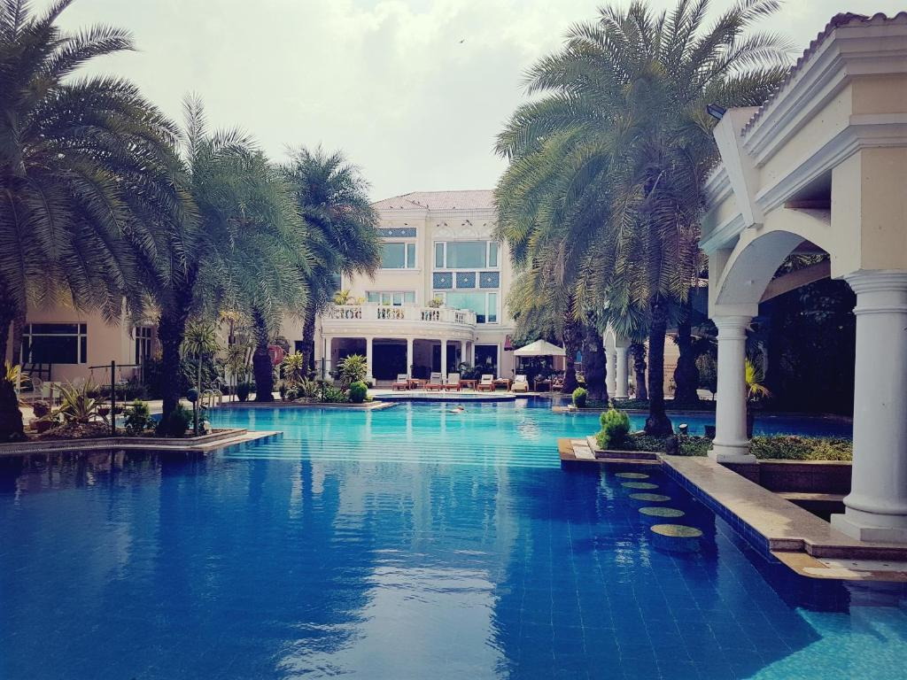 The Palms Town & Country Club in Gurugram