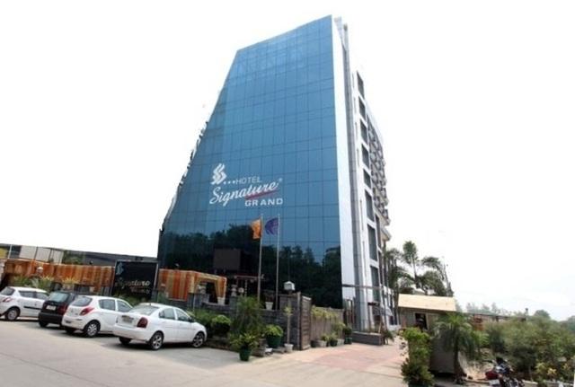 Hotel Signature Grand in New Delhi