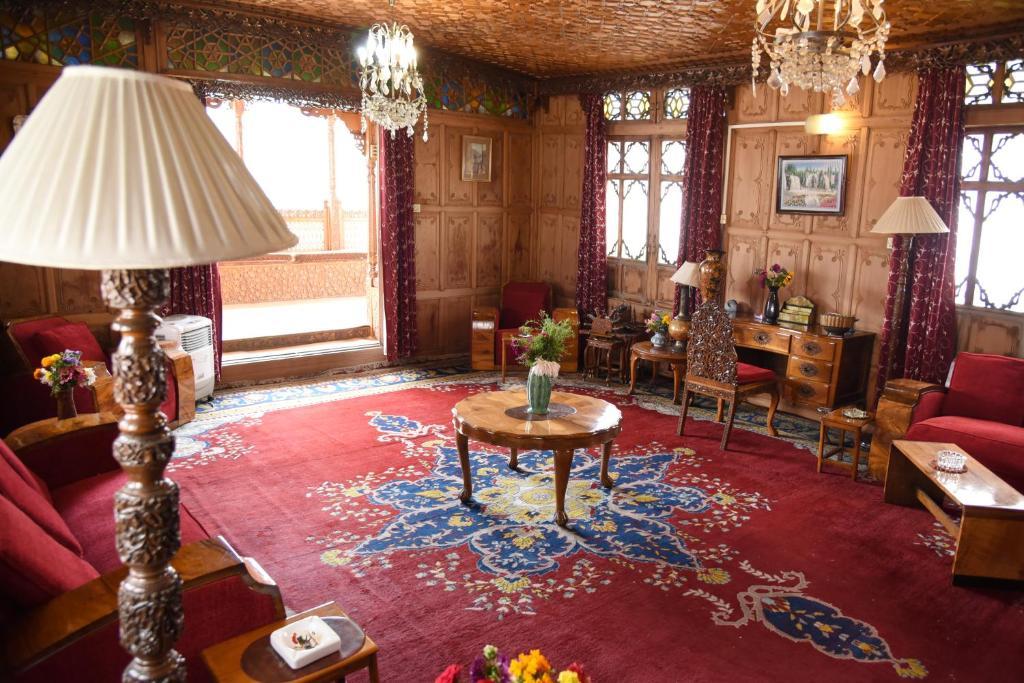 Prince Of Kashmir Group Of Houseboat in Srinagar