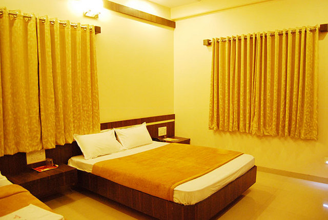 Hotel Lee Grand in Shirdi