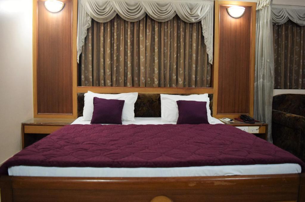 Hotel Valiant in Vadodara
