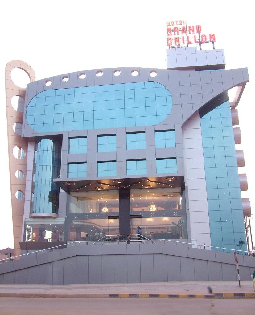 Hotel Grand Dhillon in Bhilai
