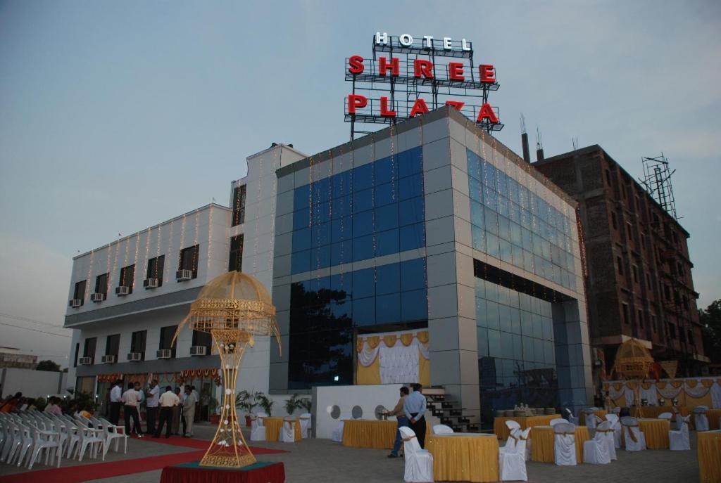 Hotel Shree Plaza in Bharuch