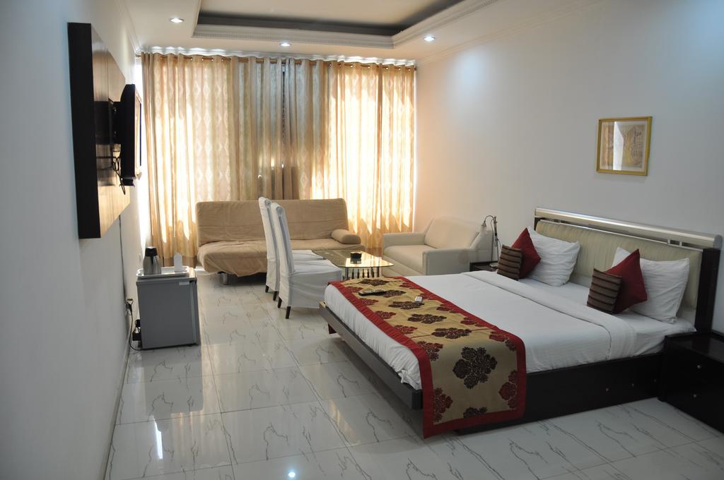 Kshitij Hotel Royale in Gurugram