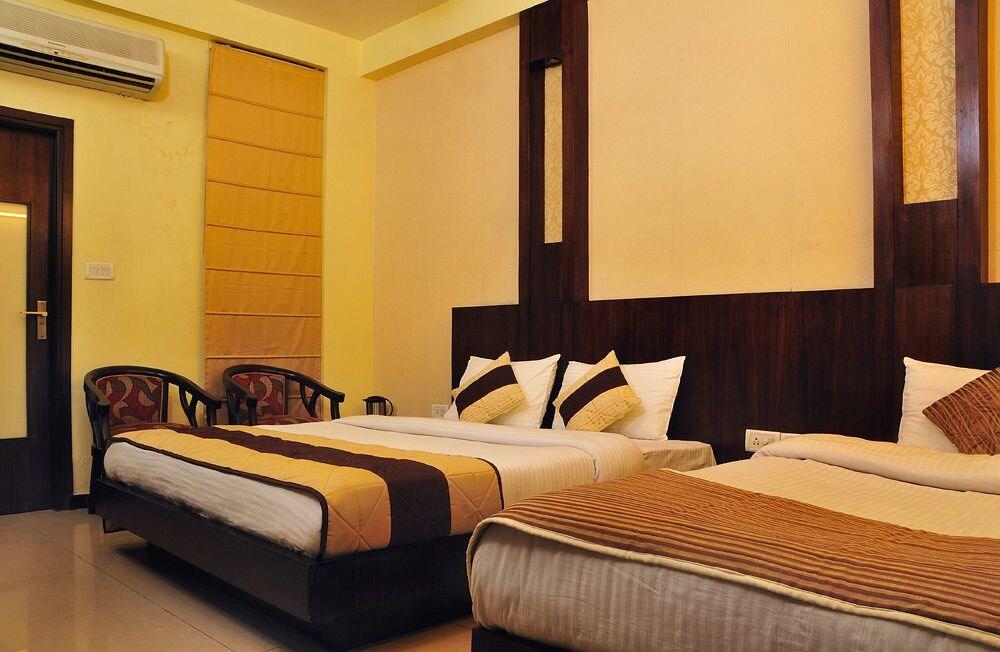 Hotel Grand Plaza in New Delhi