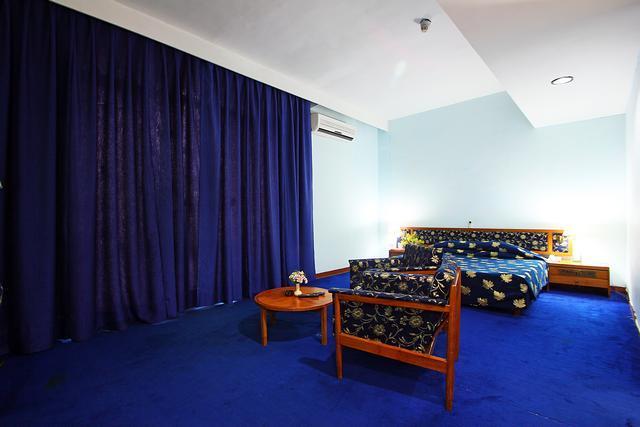 Centaur Lakeview Hotel in Srinagar