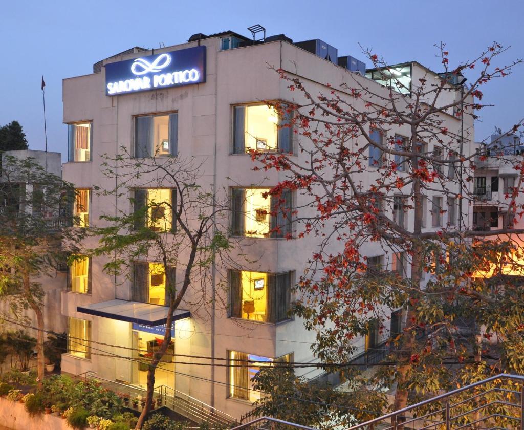 Sarovar Portico Naraina, Hotel in New Delhi