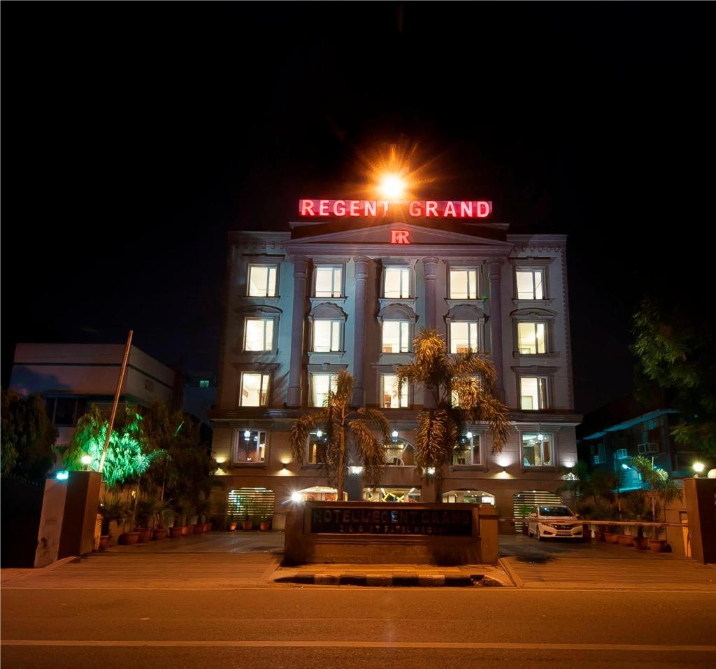 Hotel Regent Grand in New Delhi