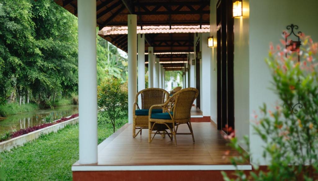Palmgrove Lake Resort in Alappuzha
