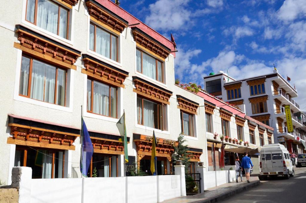 Lingzi Hotel