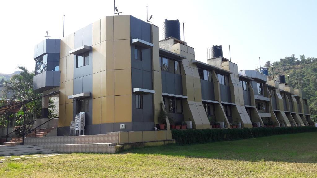 Savshanti Lake Resort in Saputara