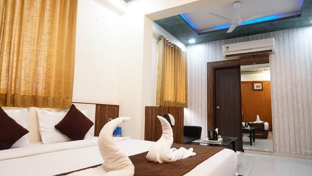 Hotel Kohinoor Plaza in Ahmedabad
