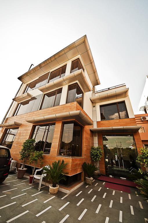 S.D Royal Inn in Gurugram