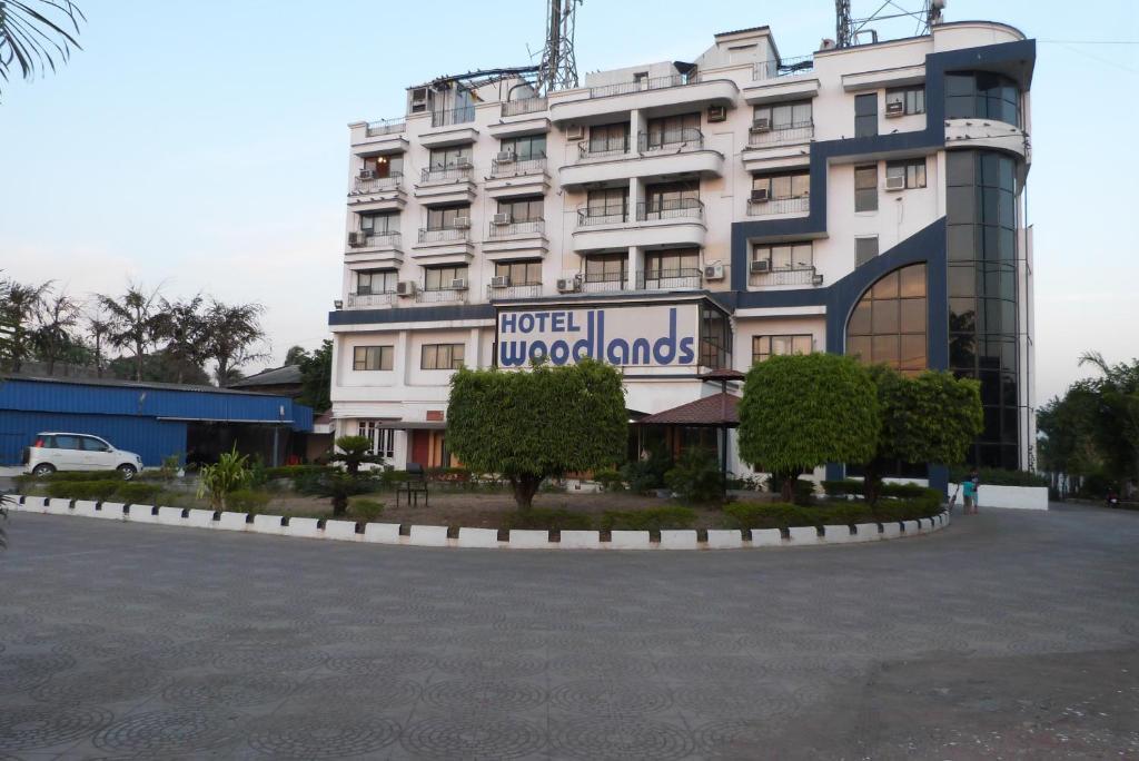 Hotel Woodlands in Vapi