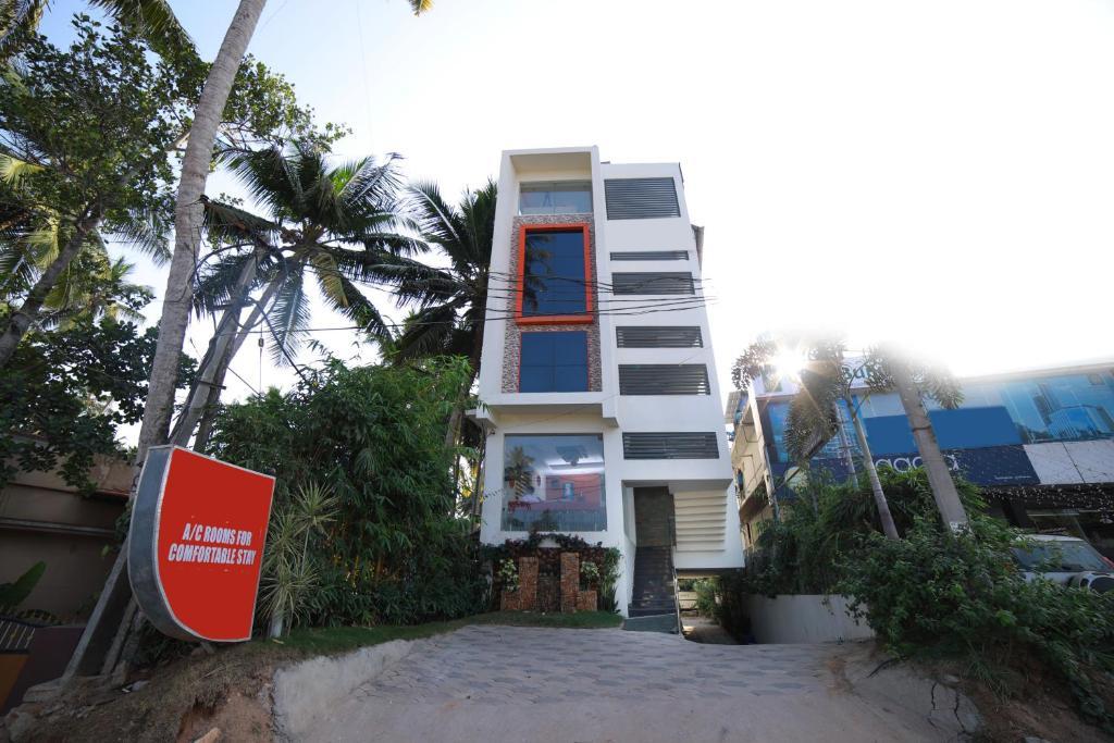Oyo 2300 Hotel The Platinum Inn in Thiruvananthapuram