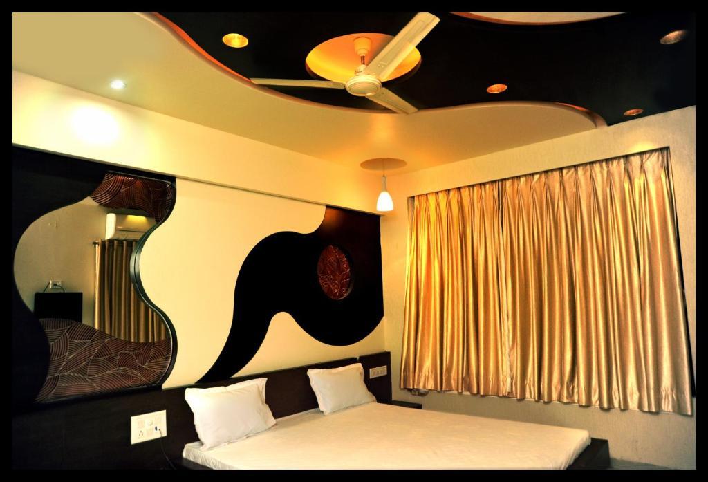 Tulsi Motel in Nadiad