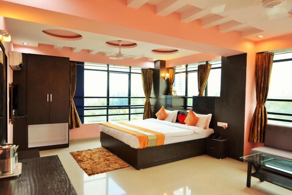 Kirtika -malhaar Hotel in Ahmedabad