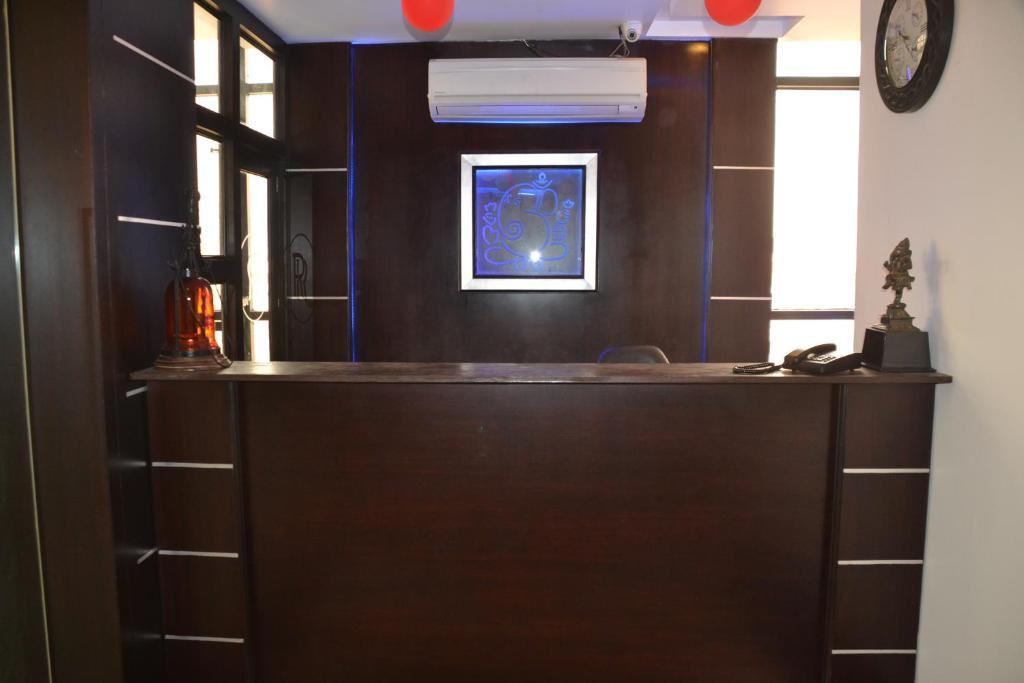 Hotel R R Inn in Aligarh