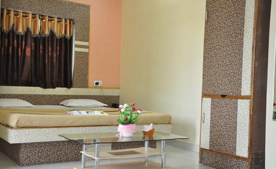 Shri Hari Hotel in Amravati