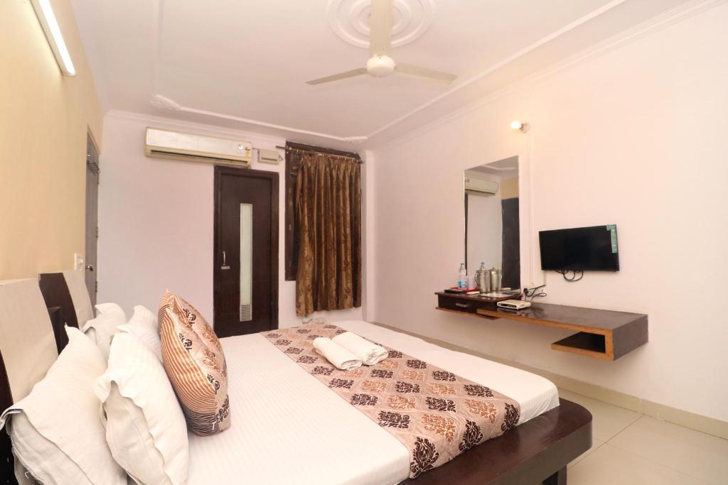 Gurjeet Hotel By Naavagat in Amritsar