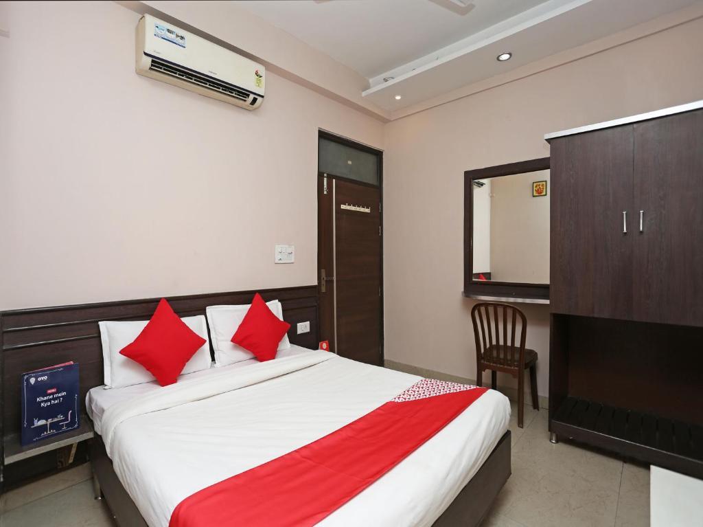 Oyo 10588 Hotel Golden Square in Gwalior