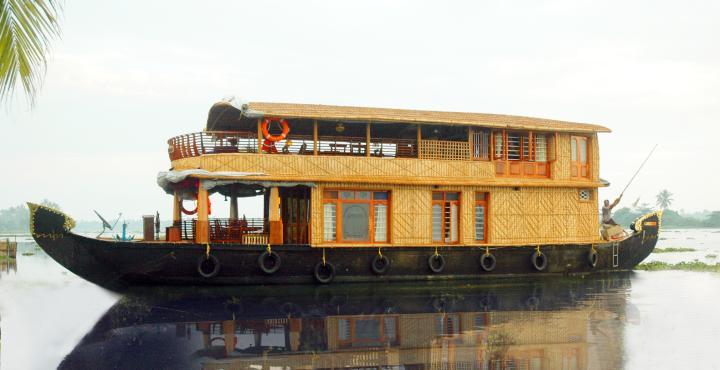 Saint Crispin Houseboats in Kumarakom