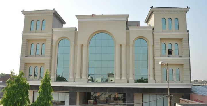 Una Smart Radiant Plaza Hotel in Ludhiana