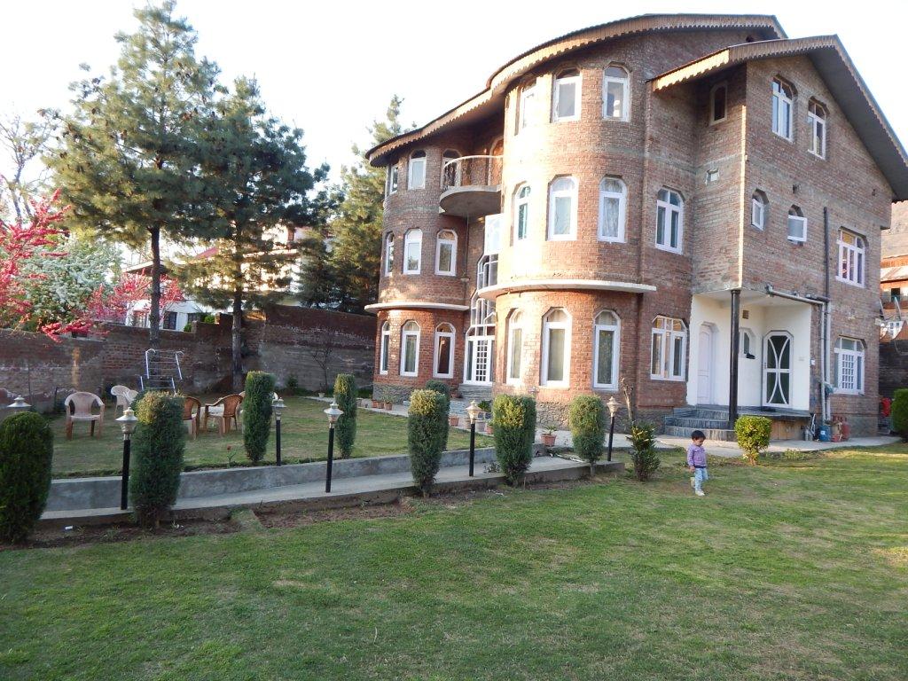Greenwoods Inn in Srinagar