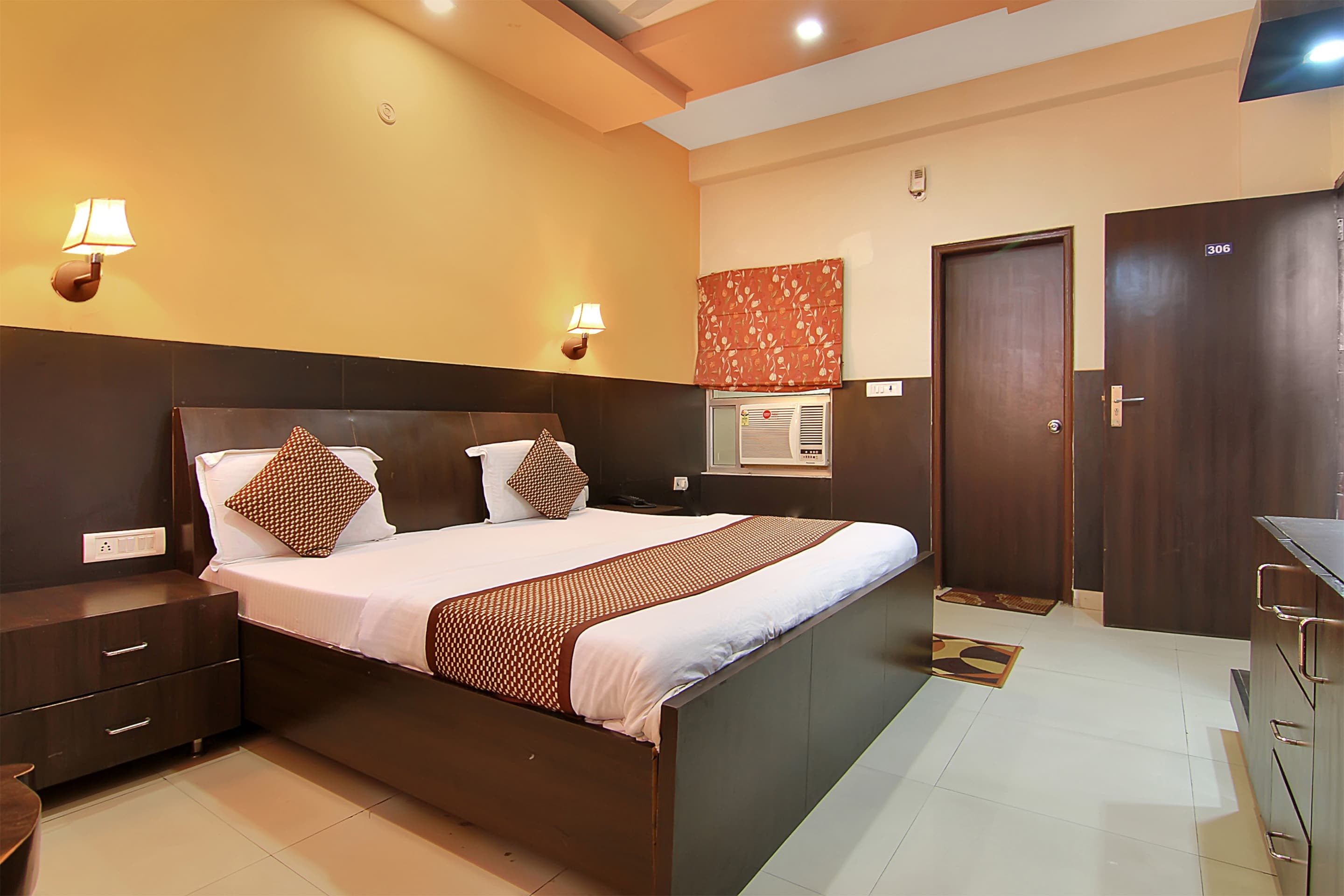 Oyo 576 Hotel Shree Kanta Residency in Gurugram