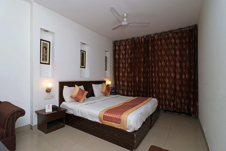 Oyo 301 Hotel Mulberry Retreat in Gurugram