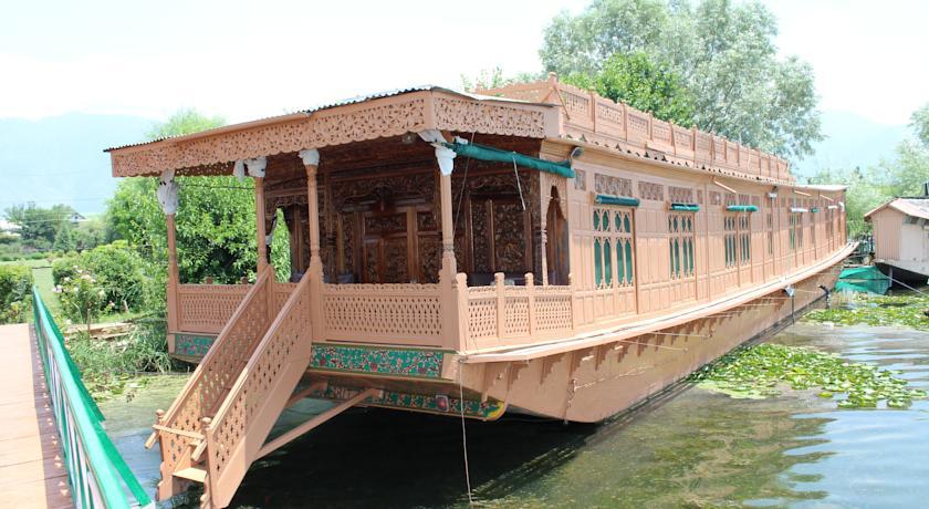 RITZ Houseboats in Srinagar