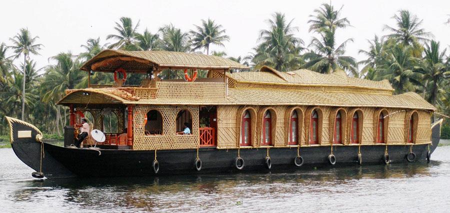 Amrutham Houseboats in Kumarakom