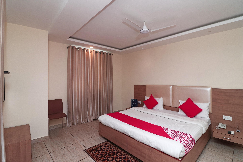 Oyo 4477 City Square Hotel in Haldwani