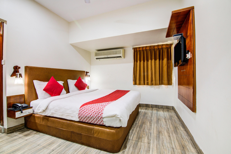 Oyo 5131 The B&w Black & Wite Motel in Vishakhapatnam