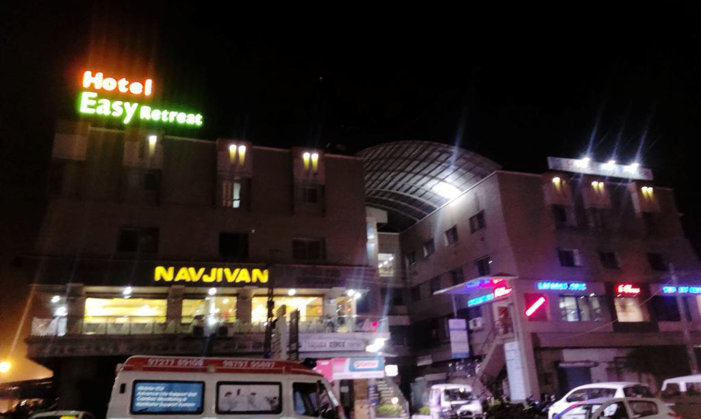 Hotel Easy Retreat in Vapi