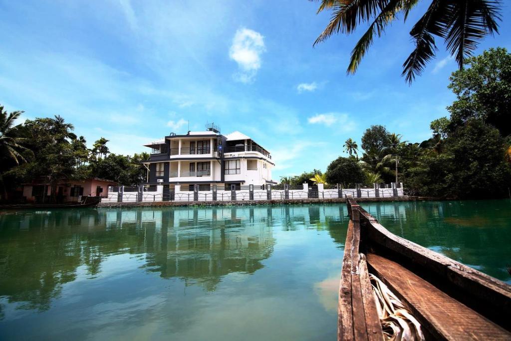 Captains Cabin Resort in Alappuzha