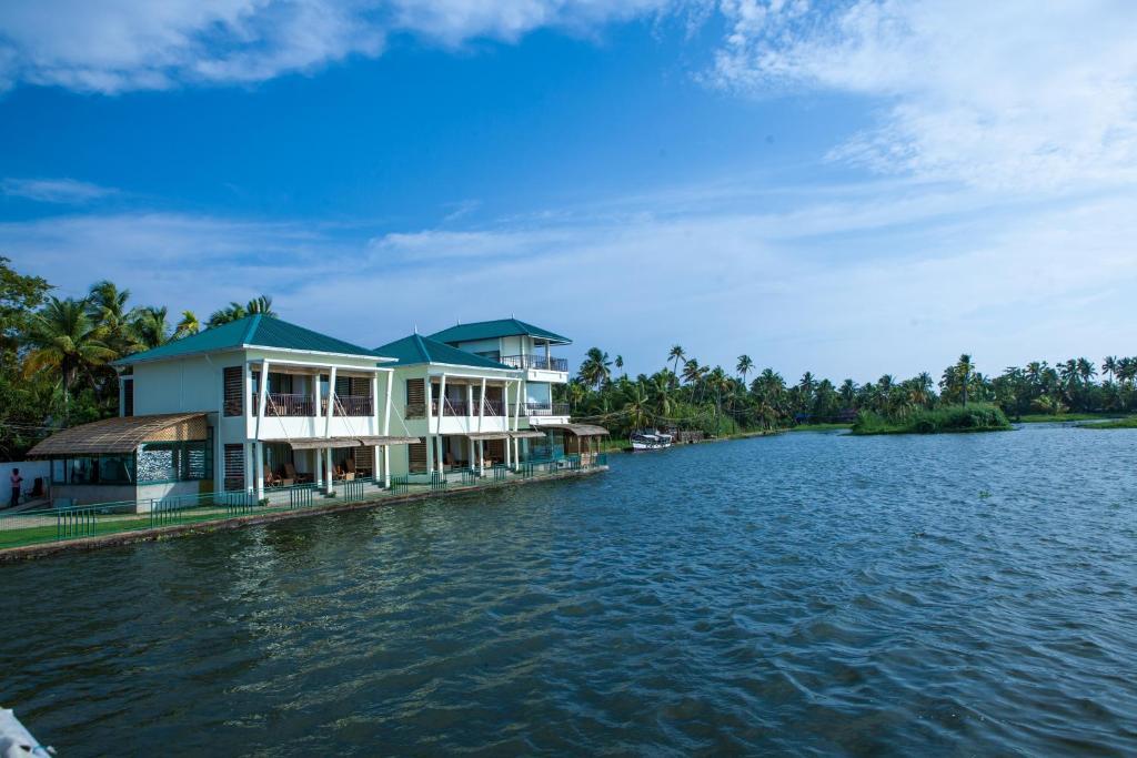 Kadavil Lakeshore Resort in Alappuzha