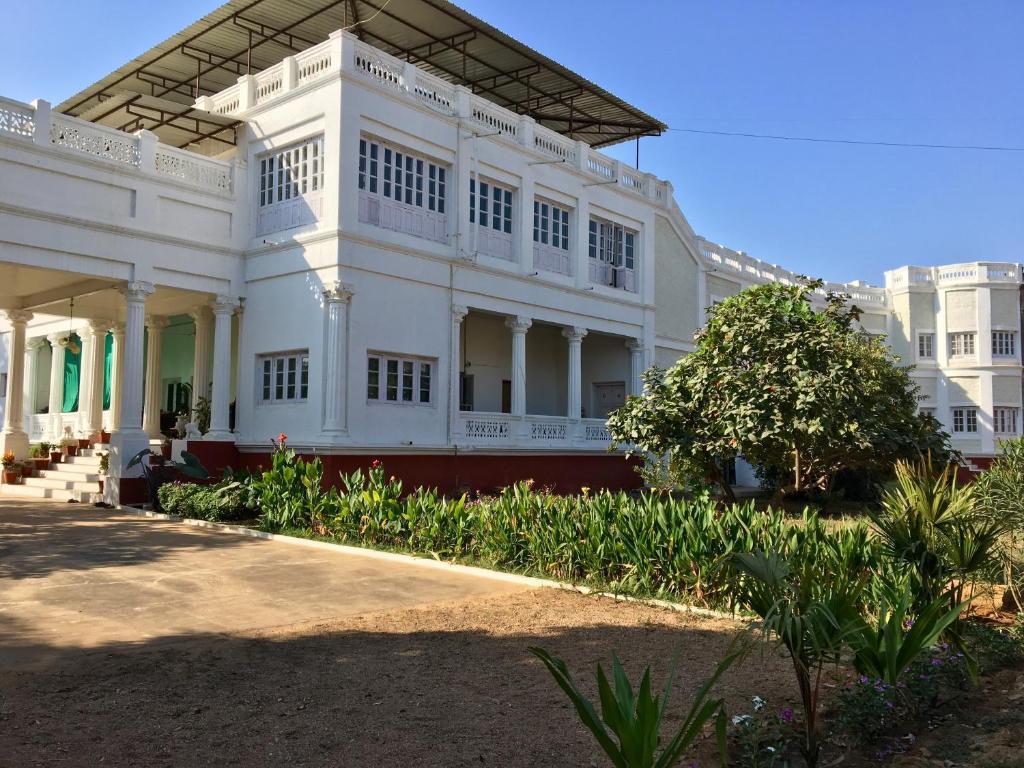 Dowlat Villas Palace-the Heritage in Himatnagar