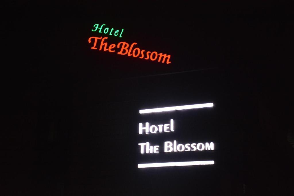 Hotel The Blossom in Vapi