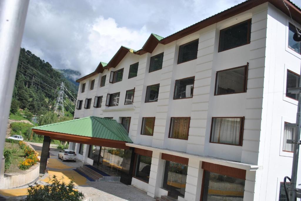 Hotel Natraj International in Patnitop