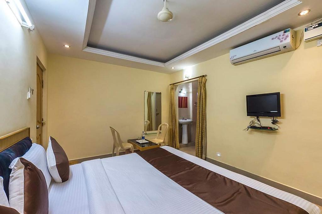 Hotel Sai Sravanthi Grand in Tirupati