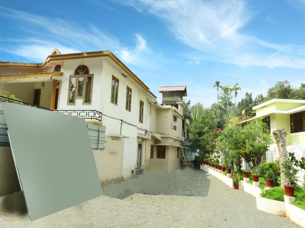 OYO 13526 Deluxe Residency in Kalpetta
