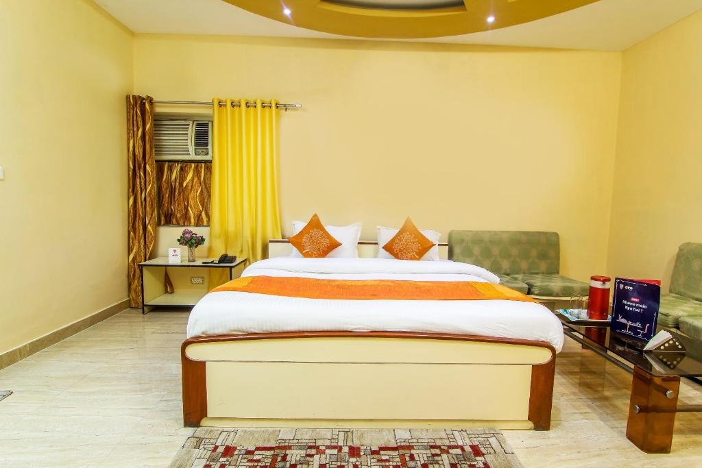 Oyo 9307 Home Stay Hotel Nirmal Palace in Kanpur