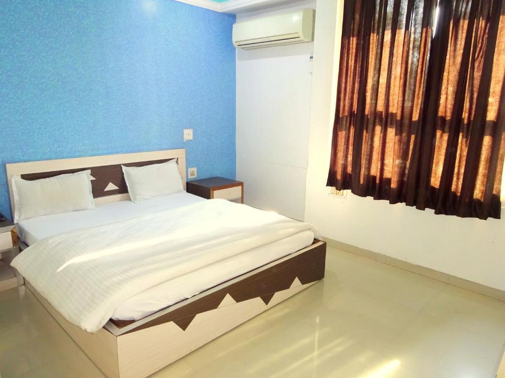 Hotel Vasundra in Gandhinagar