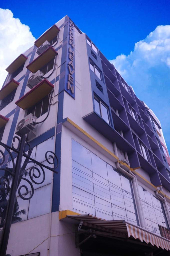 Golden Heaven Hotel in Kolkata