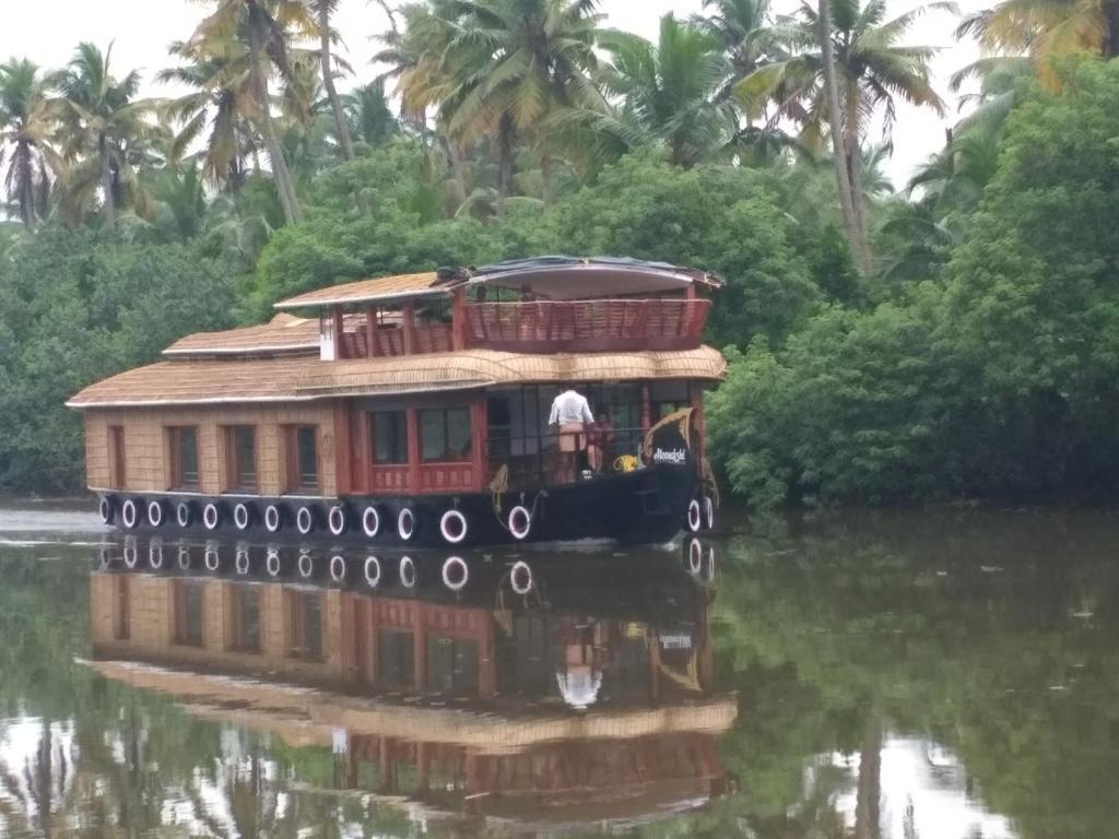 Land And Lake Kerala in Kumarakom