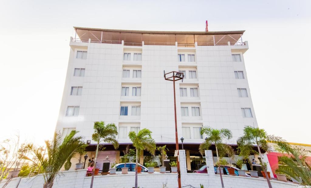 Papaya Tree Hotel in Indore