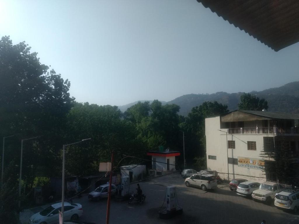 Group Stay In Bhimtal in Naukuchiatal