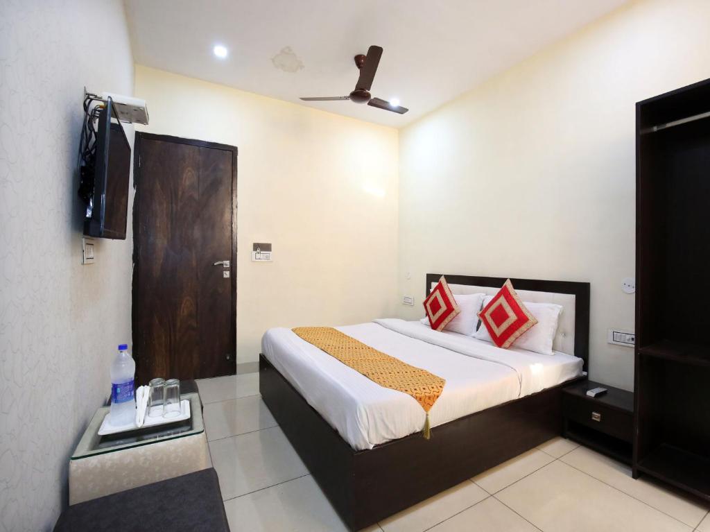 Oyo 9323 Hotel Sidana Solitaires in Ludhiana